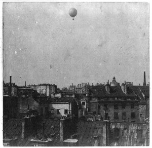 Captive balloon of Henri Giffard over Paris, 1878